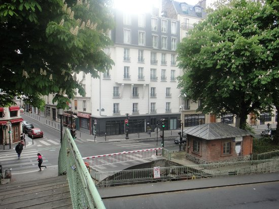 Le Citizen Hotel: A view of the hotel from a pedestrian bridge over the canal