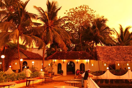 Fort House : The restaurant on the jetty at sunset