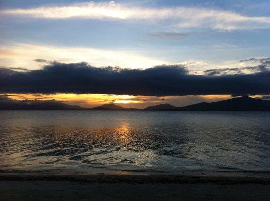 Dos Palmas Island Resort & Spa: sunset view....WOW