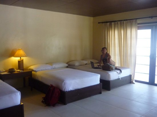 Dos Palmas Island Resort & Spa: the room that we stayed spacious and big with a nice big shower