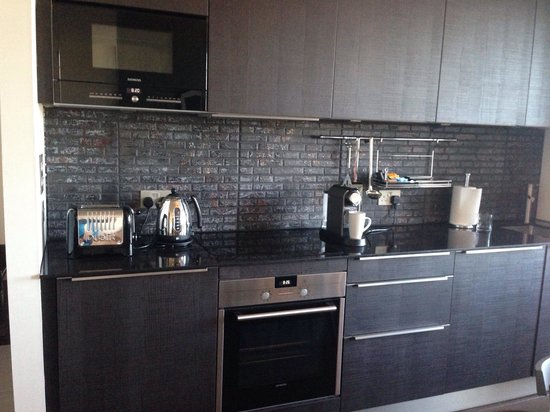 Old Town Chambers: Fully furnished kitchen