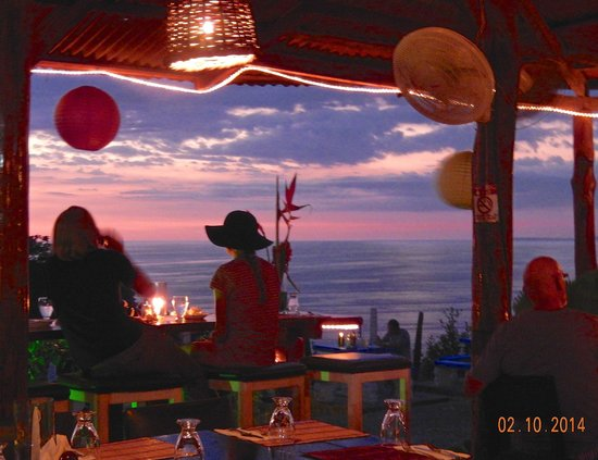 Ronny's Place : Beautiful at sunset