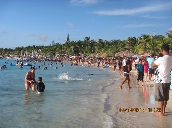 West Bay Beach : Busy busy Good Friday 2014