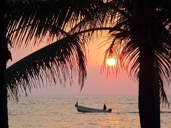 West Bay Beach : Beautiful sunsets