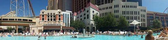 New York - New York Hotel and Casino: Panoramic pool view