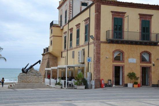 Caffe delle Rose : entrata sulla piazza