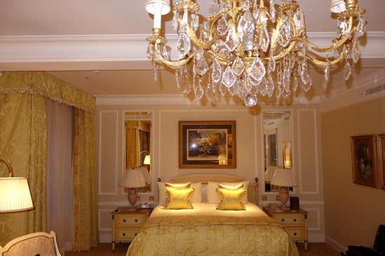 Four Seasons Hotel George V Paris : Beautiful Room