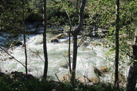 Natur & Aktiv Resort Ötztal : river next to resort