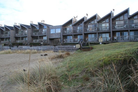 Schooner's Cove Inn: Blick vom Strand