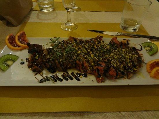 Peperosa: Tagliata ai pistacchi,rosmarino e aceto balsamico, da provare!