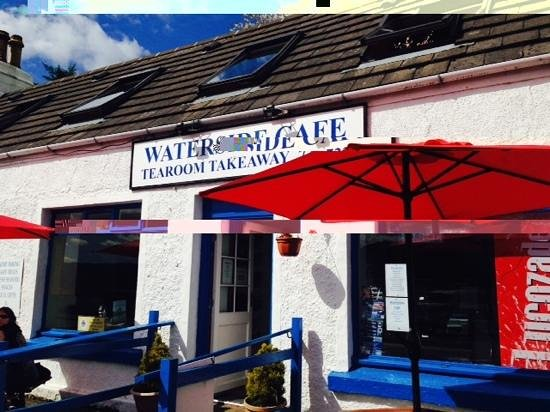 Waterside cafe : sientate fuera!