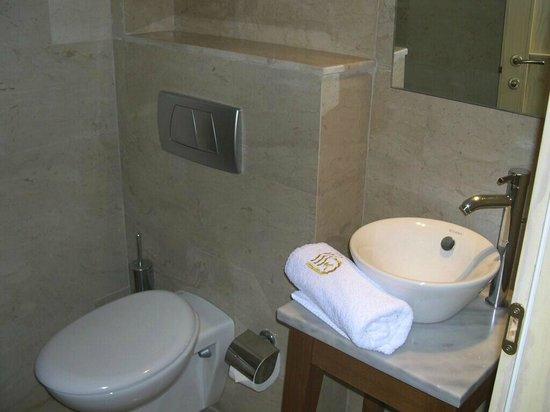 St. Nicolas Bay Resort Hotel & Villas: separates WC