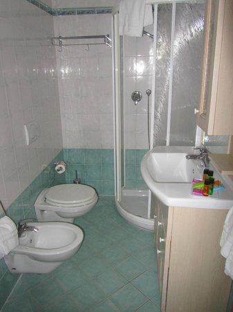 Bagno picture of residence moderno milano marittima - Bagno zefiro milano marittima ...