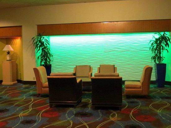 Holiday Inn Corpus Christi Downtown Marina: Lounge area by lobby