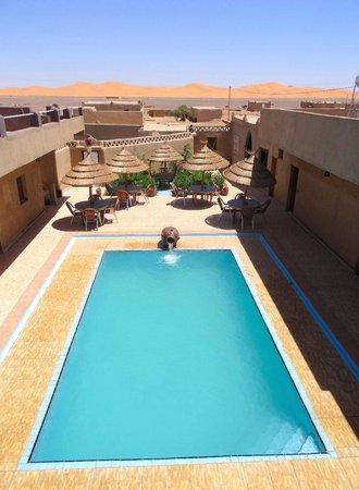 L'Homme Du Desert: Decor de paradis sur fond de dunes