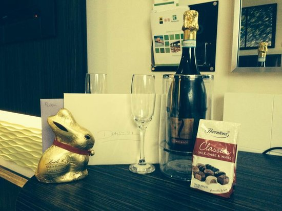 Holiday Inn Reading - M4, Jct 10: Prosecco and Thorntons with romantic package