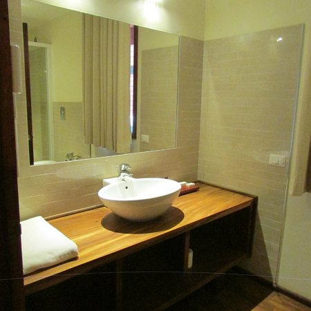 The Paradise Resort and Spa: Bathroom - sink area