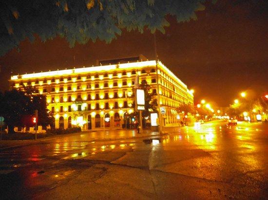 Hotel Sevilla Macarena : Vista di notte