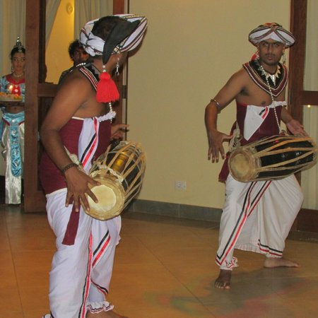 The Paradise Resort and Spa: Folk show at the hotel