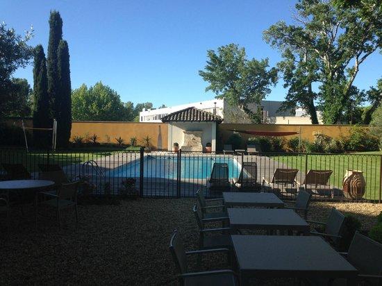 BEST WESTERN Le Lavarin : piscine