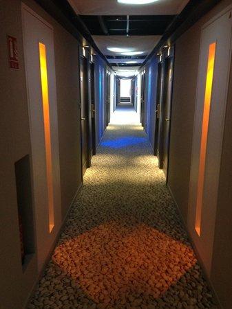Best Western Plus Le Lavarin : couloir