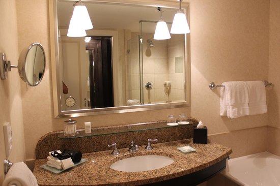 Four Seasons Hotel Prague: banheiro