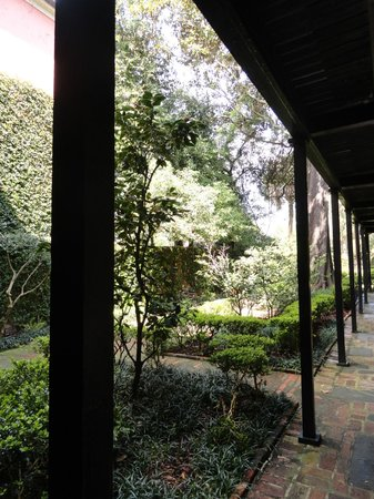 Battery Carriage House Inn : Nice landscaping