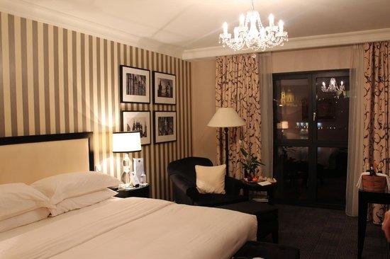 Four Seasons Hotel Prague: decoração do quarto