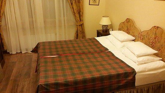 Lancaster Court Hotel: Стандартный номер, кровать