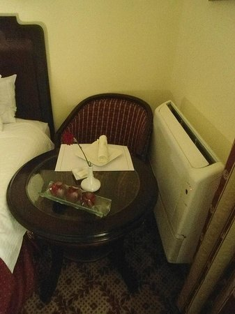 Steigenberger Cecil Hotel : It was a tight fit in my room at Cecil Sofitel, Alexandria