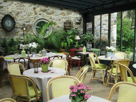 Salon de th veranda picture of les reveries dans la theiere ermenonville tripadvisor - Salon de veranda ...