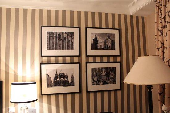 Four Seasons Hotel Prague : decoração do quarto