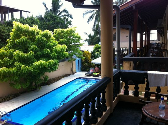 Drifters Hotel and Beach Restaurant: pool view first room