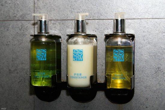 SSAW Boutique Hotel Shanghai Bund: Гель для душа и шампунь и кондиционер просто в невероятных количествах )