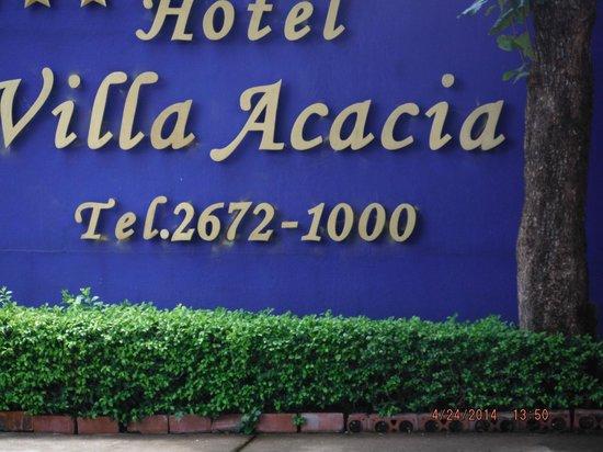 Villa Acacia: Hotel sign