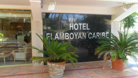 Flamboyan Caribe: Entrance to hotel