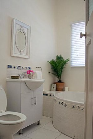 Jaqui's Garden Guesthouse: All bedrooms with bathrooms ensuite