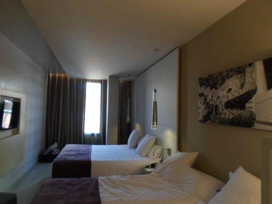 Hotel Grums Barcelona : chambre familiale