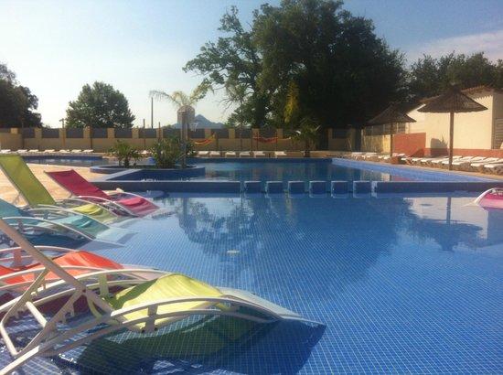 Camping Le Pearl Village Club : La piscine chauffée pour profiter toute la saison