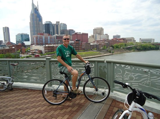 Green Fleet Bicycle Tours: Downtown Nashville in the back-ground
