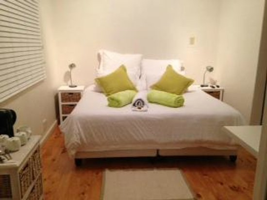 Jaqui's Garden Guesthouse: Thyme: single twin beds or kind size bed - looks out onto the pool