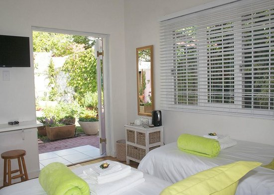 Jaqui's Garden Guesthouse: Thyme: a beautiful room looking out onto the pool