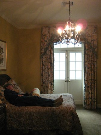 Bienville House: Beds small - double balcony doors open