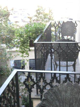 Bienville House: Neighbor balcony too close