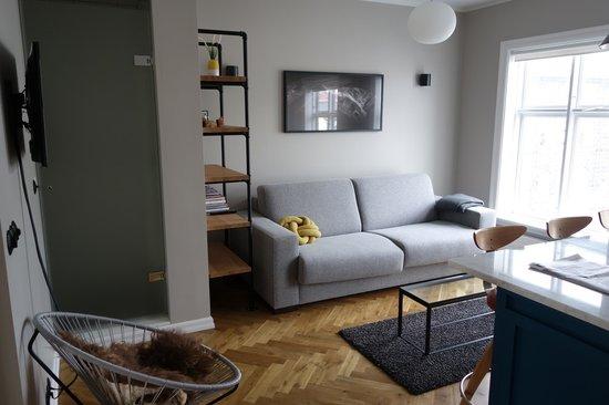 Kvosin Downtown Hotel : Schöner Wohnbereich mit einer Art Küche