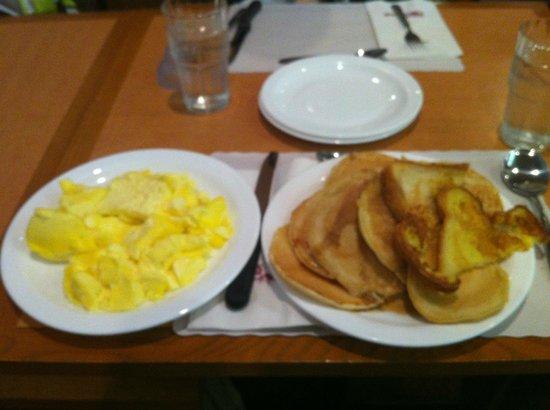 Restaurant Tomas Tam: oeufs,pancakes,et french toasts!