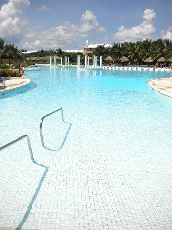 Grand Palladium Colonial Resort & Spa : One of the main pools