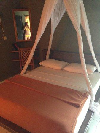 Suka Sari Cottages & Warung: Бунгало внутри
