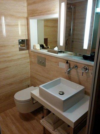 Mama's Design & Boutique Hotel: Very clean bathroom