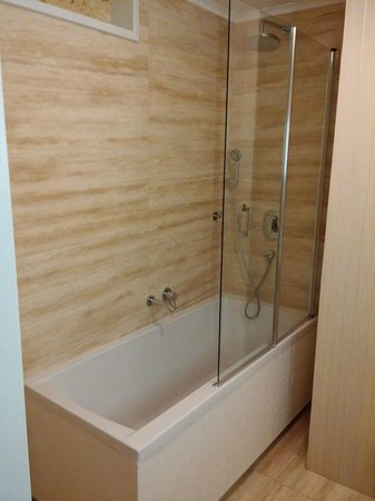 Mama's Design & Boutique Hotel : Shower
